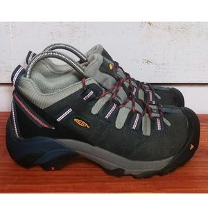 Woman's Keen hiking shoes/boots